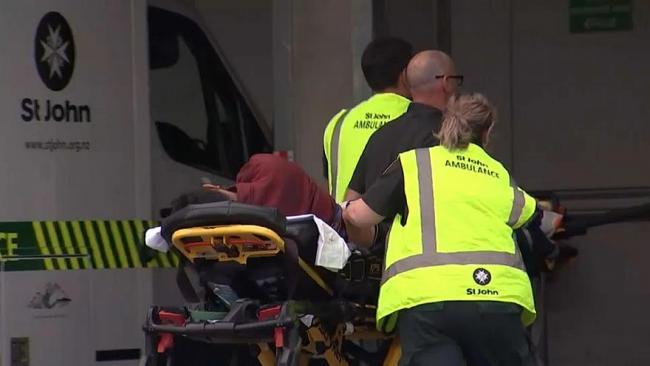 Видео: В Новой Зеландии террористы напали на мечети и застрелили десятки человек
