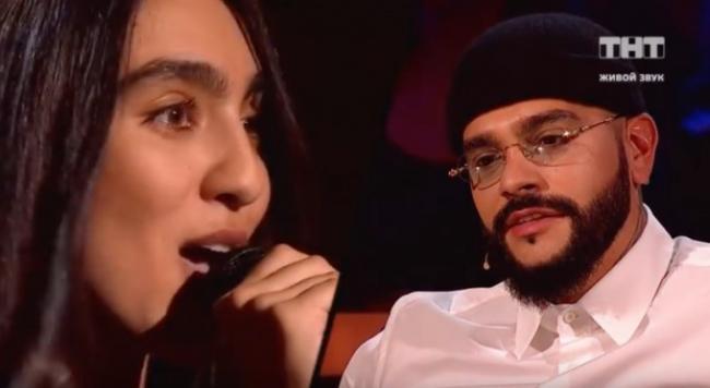 Видео: Девушка из Ташкента спела песню Тимати на конкурсе «Песни ТНТ»