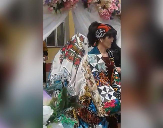 Видео: В Хорезме директор устроила свадьбу ученицы, которая осталась сиротой, в колледже