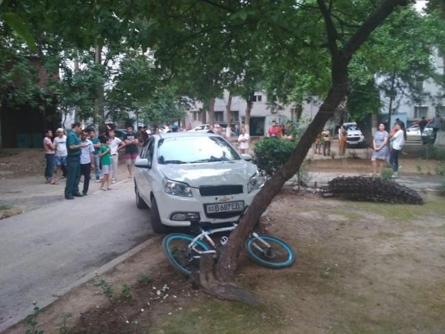 В Ташкенте женщина задавила трех подростков. Двое из них скончались