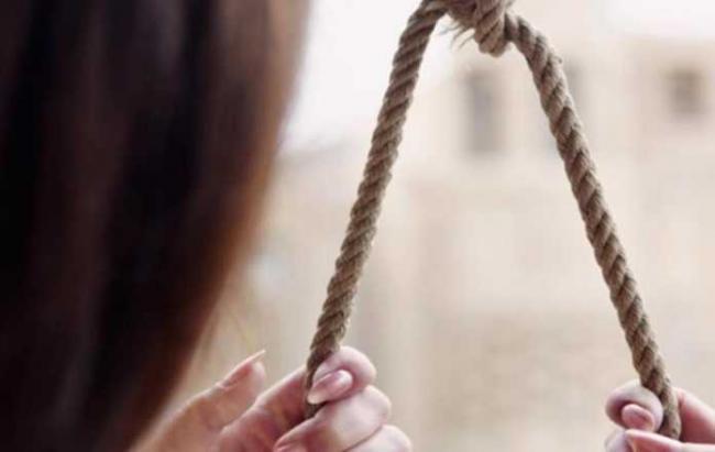 В Фергане 17-летняя девушка совершила суицид