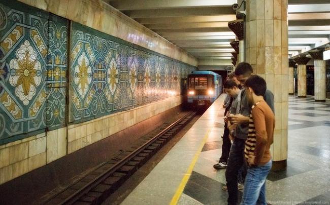 В Ташкенте женщина упала на рельсы метро